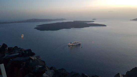Honeymoon Petra Villas: View at Nea Kameni Island