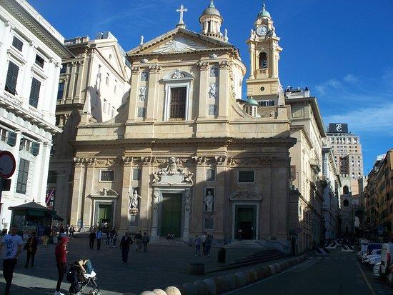 Chiesa del Gesu e dei Santi Ambrogio e Andrea : esterno