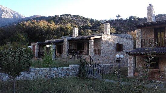 Omalos, اليونان: Chalets du village de Samaria - Plateau d'Omalos