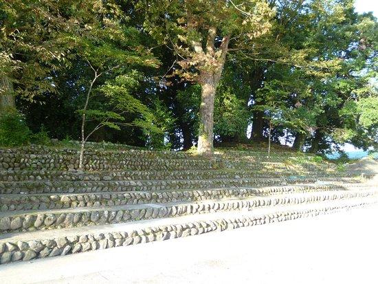 Nimaibashi Tomb