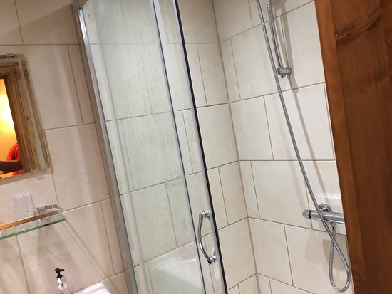 Backwell, UK: Powerful shower, nicely presented ensuite