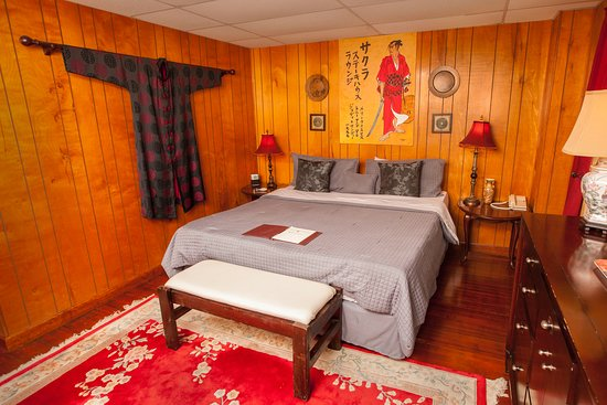 Indiantown, FL: King Room with a Samurai theme