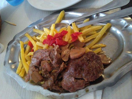 La Bodega: Carrillera con patatas