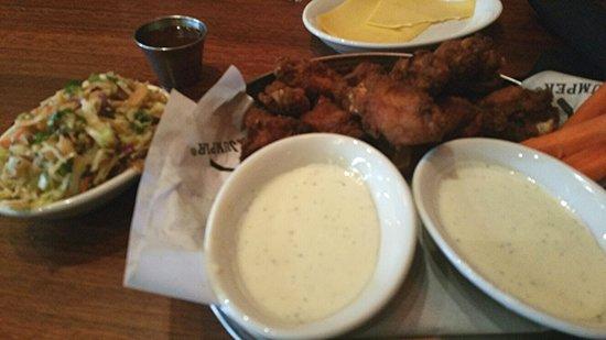 Clackamas, OR: Chicken wings