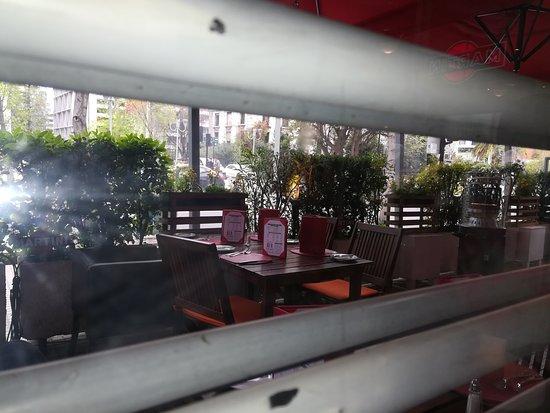 Nolita: Vista de la terraza desde el interior del local.
