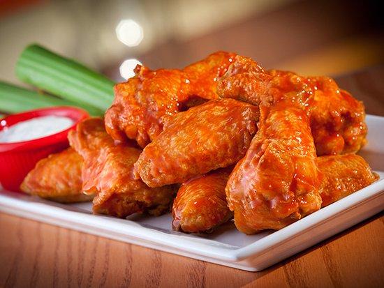 ¡Nuestras Wings son bañadas en tu salsa favorita!