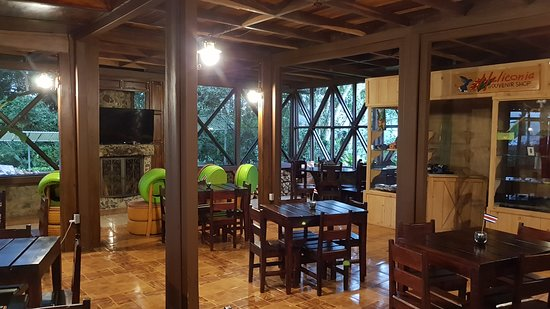 San Gerardo, Costa Rica: dining room with fireplace