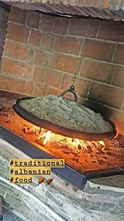 Petrele, ألبانيا: a traditional albanian way of cooking 