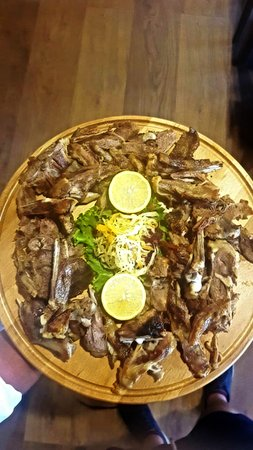 Petrele, Albanien: Lamb meat cooked in grill