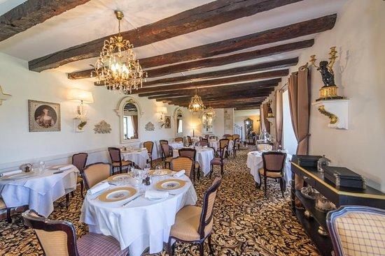 """Saint-Maixent-l'Ecole, Γαλλία: Notre salle de restaurant """" Le Logis"""" avec menus et carte qui enchanteront vos papilles au fils"""