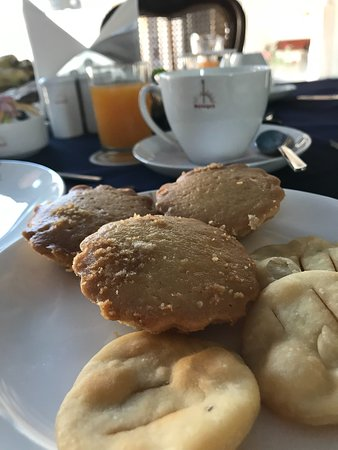Sardargarh Heritage Hotel: The fresh baked bread from the hotel oven