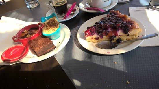 Le Rouret, Frankreich: Café gourmand et tarte aux fruits rouges