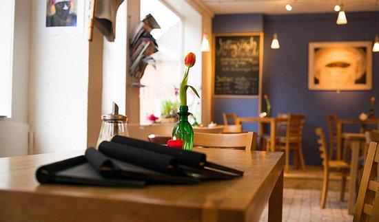 Das kleine Café-Bistro neben der Kirche in Dannenberg. Gute Küche in gemütlichem Ambiente.