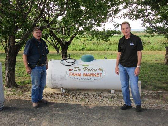 Clifton, CO: Shop Local - DeVries Farm Market