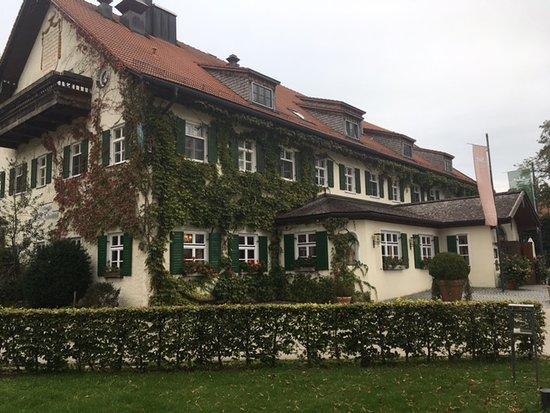 Aying, Niemcy: Der Gasthof mit Hoteleingang
