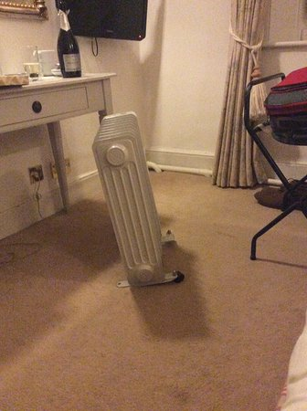Weston on the Green, UK: The heated radiator with one foot and one castor in Room 12.