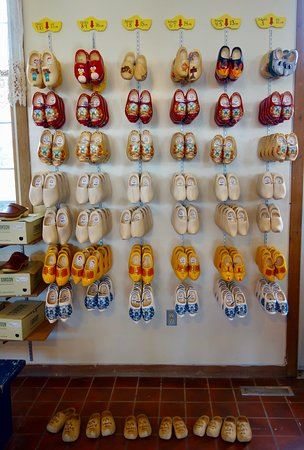 Windmill Island Gardens: Wanna buy some wooden shoes?