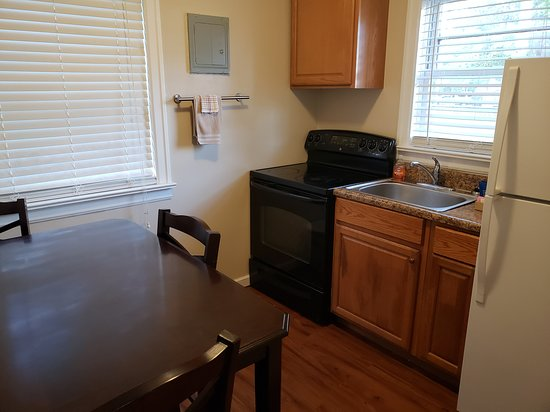Aurora, KY: Superior Room Multiple Beds Kitchenette