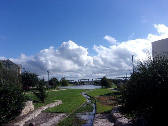 Homewood Suites by Hilton Waco, Texas: Nice Lake And Walk Path Next To Hotel