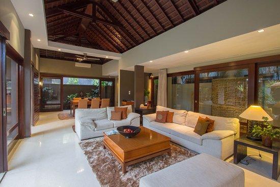 Chimera Villas: Entire living area