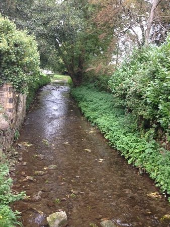 Llancarfan, UK: Stream at the end of the Seating area.