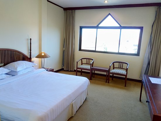 Mercure Vientiane: Lot's of space in the room!