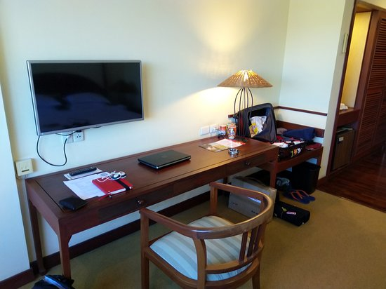 Mercure Vientiane: Ample space to work.