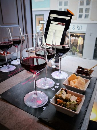 Not Your Usual Wine bar - Vin bar: Matching tapas to the wine