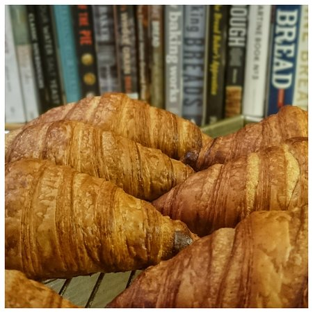 Sourdough croissants, only at the Laboratoire de Bruson! Real butter and 12h fermentation, yes!