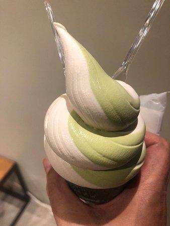 Daimyo Soft Cream: ピーチ&抹茶
