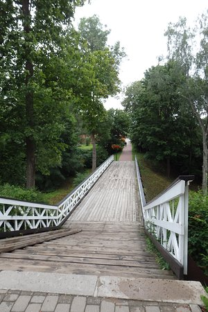 Viljandi, Estonie : Nice walk along the bridge from Lossipark to city center