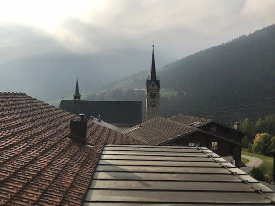 Sedrun, Suíça: Mit der Glocke auf Augen ( Ohr) höhe
