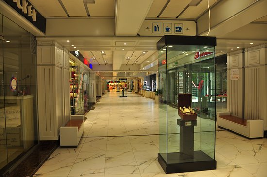 Tashir Street Shopping Gallery