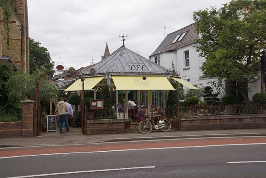 Gee's Restaurant : exterior
