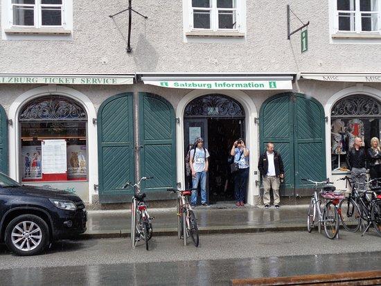 Tourist Information Mozartplatz