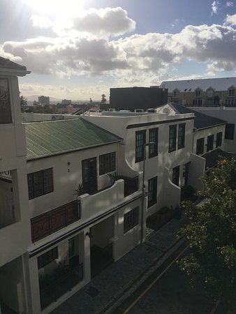 More Quarters Hotel: View of More Quarters apartments, Nicol Street, Cape Town