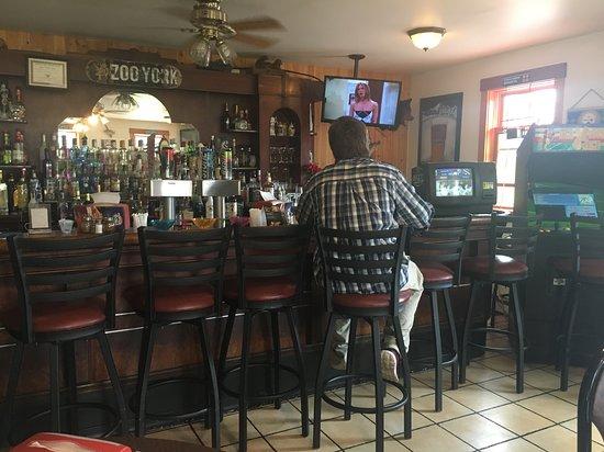 Lewistown, Pensylwania: Bar fully stocked