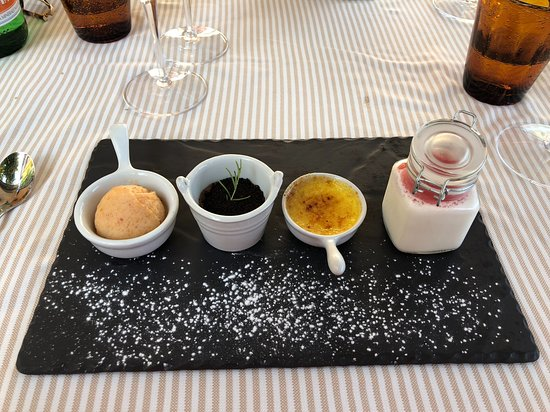 Locanda La Tirlindana : The dessert sampler... Peach Sorbet, Chocolate Cake, Creme Brûlée, Panna Cotta.
