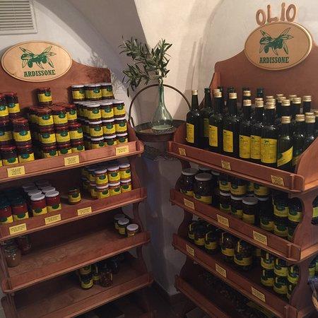 Диано-Марина, Италия: Ein wundervolles Olivenöl direkt vor Ort gemahlen - einfach köstlich und ein kleiner Abstecher v