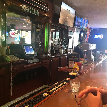 Streator, IL: Big bar and lots of chicken options!
