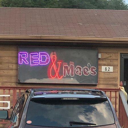 Bassett, VA: Red & Maes