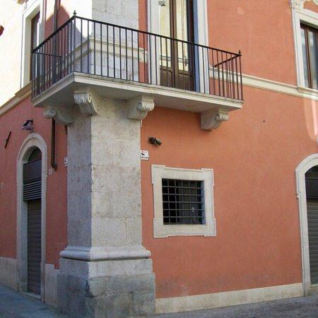 L'Aquila, Italie: Palazzo Paone Tatozzi