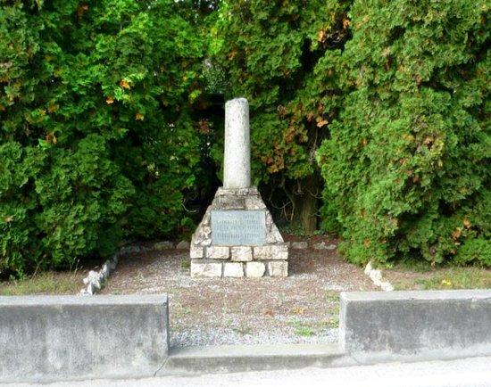Angera, Italie : Monumento ai caduti di Barzola