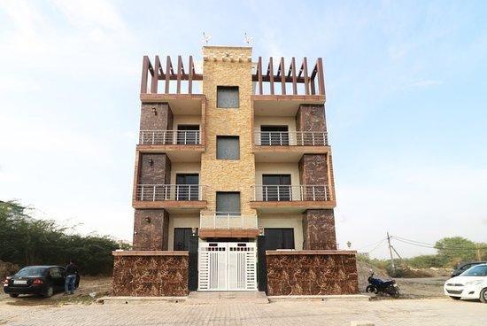 OYO 10810 Sangvi Palace
