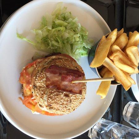 Les Ponts De Ce, França: Vrai bon burger avec du vrai bon pain 🥖