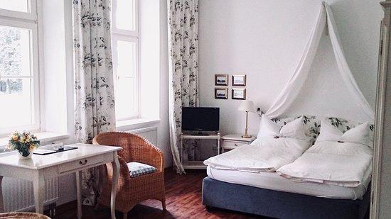 Hotel Schloss Teutschenthal: Doppelzimmer mit Queensize Bett