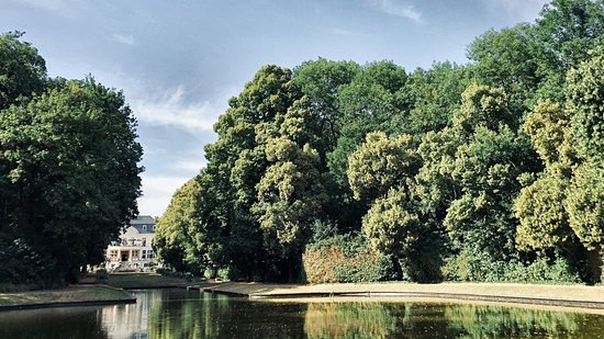 Hotel Schloss Teutschenthal: Aussicht zum Schlosspark
