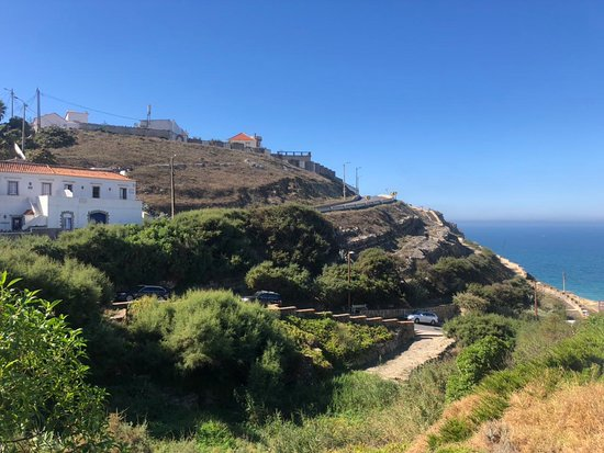 Азеньяш-ду-Мар, Португалия: Terrasse mit Meerblick (links im Bild)