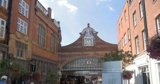 Windsor Royal Shopping: Ingresso del Centro