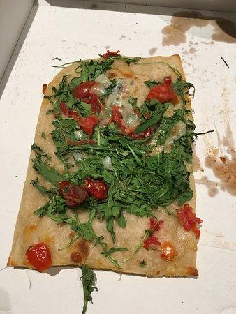 Lancy, Suiza: il manque le jambon, la mozzarella bufala le parmesan et l'huile de truffe.